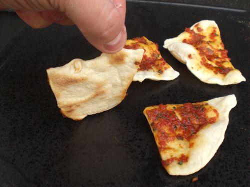 Pizzastein Aldi Anleitung Gasgrill : Pizza vom grill bbq pizza dank pizzastein chefkoch youtube