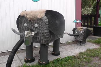Diese Elefantenfamilie war mein Beitrag. Ich belegte zum dritten mal in Folge den zweiten Platz.