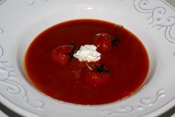 Tomatensuppe mit Hüttenkäse