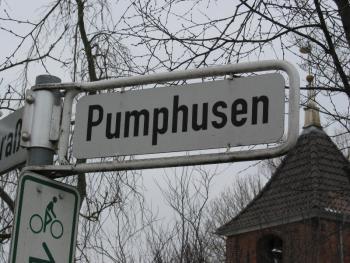 komische Straßennamen haben die hier in Ostfriesland... ts, ts... *lach*