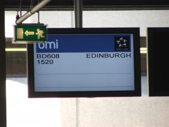 Juhuuuu, endlich ist es soweit - warten auf den Flug nach Edinburgh