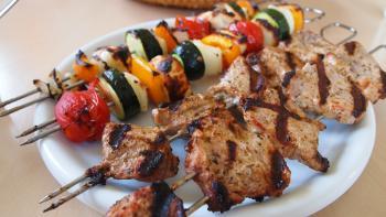 Souvlaki und Gemüsespieße