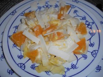 Fruchtiger Chicoréesalat mit Ziegenkäse