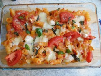 Chremiger Nudelauflauf mit Tomaten und Mozzarella