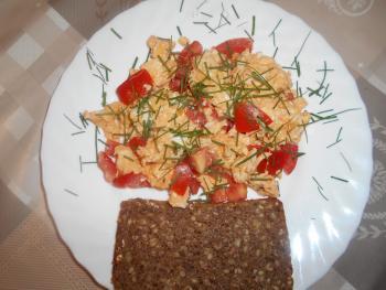 Rührei mit Tomaten und Schnittlauch
