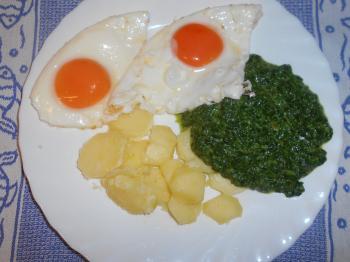 Spinat mit Käse und Ei