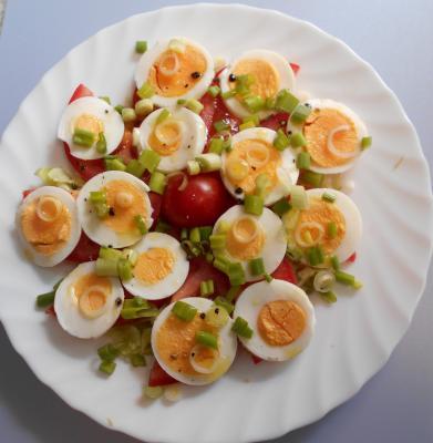 Tomatenteller mit Ei