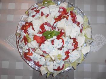Eisbergsalat mit Tomaten und Mozzarella