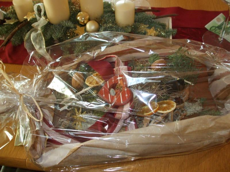 Adventsdeko im Glas,Weihnachtskekse, Ente, gedeckter Tisch