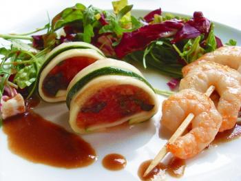 Tomaten-Zucchini-Röllchen
