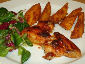 Barbecue Chicken Wings mit Country Potatoes-Western Wedges