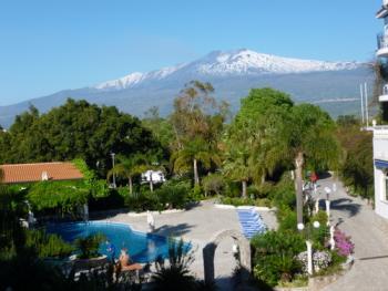 Blick aus unserem Hotelzimmer auf den Ätna