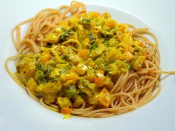 Spaghetti in Gelb