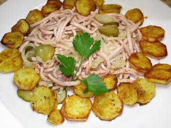 http://www.chefkoch.de/rezepte/844411189692260/Bayerischer-Wurstsalat.html