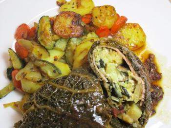 Wirsingroulade mit Fetafüllung, Kartoffel-Gemüse-Pfanne