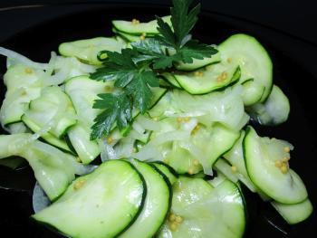 http://www.chefkoch.de/rezepte/1210591226830445/Schuettelzucchini.html