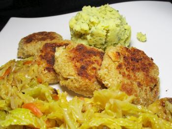Grünkernbratlinge, Kartoffelstampf, Butterwirsing