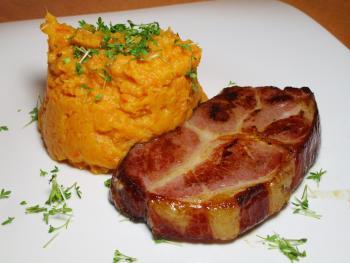 Süßkartoffel-Karotten-Püree mit Kassler