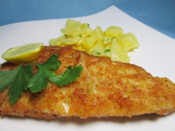 Schnitzel nach Wiener Art mit Kartoffelsalat