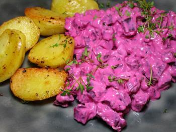 Ofenkartoffeln mit Rote Bete Schmand