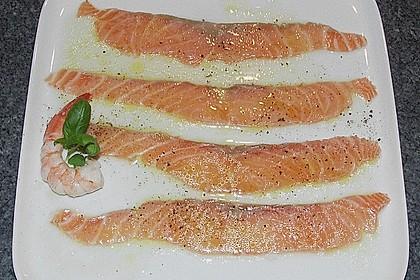Lachs-Carpaccio mit Limettendressing