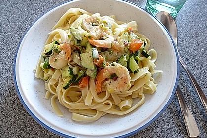 Pasta mit Zucchini-Shrimps-Sauce 1