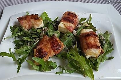 Gebratener Schafskäse im Speckmantel auf Rucola-Parmesan-Salat 3