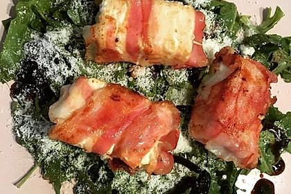 Gebratener Schafskäse im Speckmantel auf Rucola-Parmesan-Salat 43
