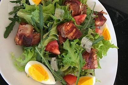 Gebratener Schafskäse im Speckmantel auf Rucola-Parmesan-Salat 31