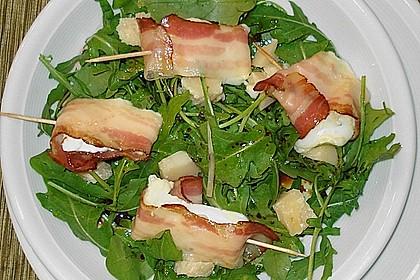 Gebratener Schafskäse im Speckmantel auf Rucola-Parmesan-Salat 18