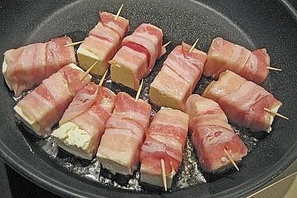 Gebratener Schafskäse im Speckmantel auf Rucola-Parmesan-Salat 39