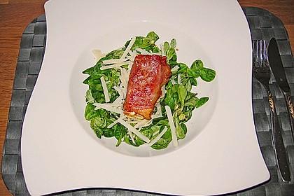 Gebratener Schafskäse im Speckmantel auf Rucola-Parmesan-Salat 8