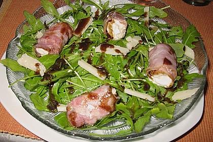 Gebratener Schafskäse im Speckmantel auf Rucola-Parmesan-Salat 13