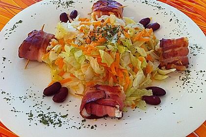 Gebratener Schafskäse im Speckmantel auf Rucola-Parmesan-Salat 21