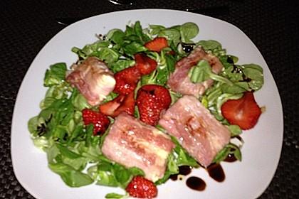 Gebratener Schafskäse im Speckmantel auf Rucola-Parmesan-Salat 49
