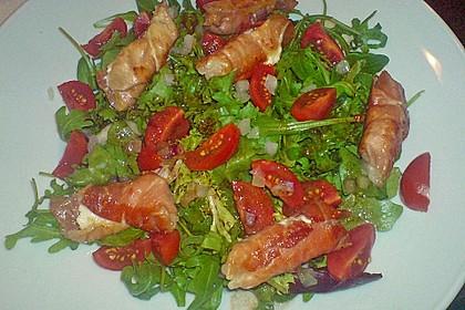 Gebratener Schafskäse im Speckmantel auf Rucola-Parmesan-Salat 25