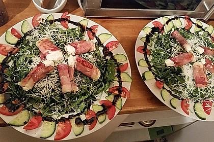 Gebratener Schafskäse im Speckmantel auf Rucola-Parmesan-Salat 17