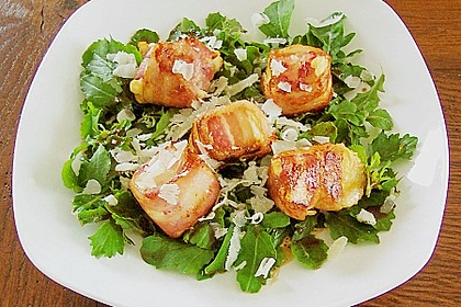 Gebratener Schafskäse im Speckmantel auf Rucola-Parmesan-Salat 9
