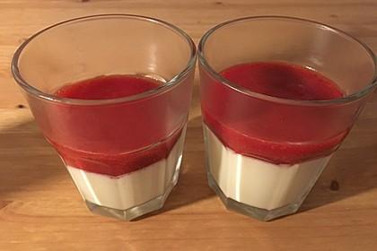 Panna cotta mit Erdbeersauce 74