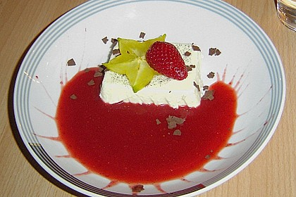 Panna cotta mit Erdbeersauce 55