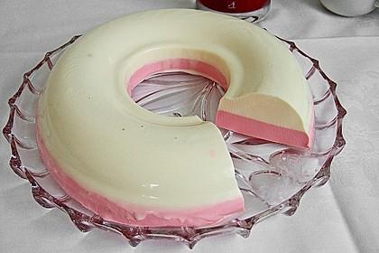Panna cotta mit Erdbeersauce 38