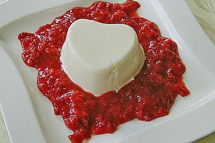 Panna cotta mit Erdbeersauce 48
