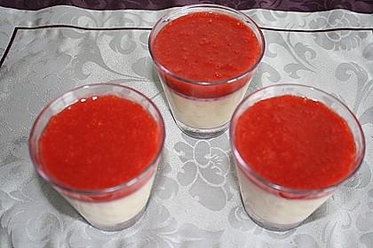 Panna cotta mit Erdbeersauce 92