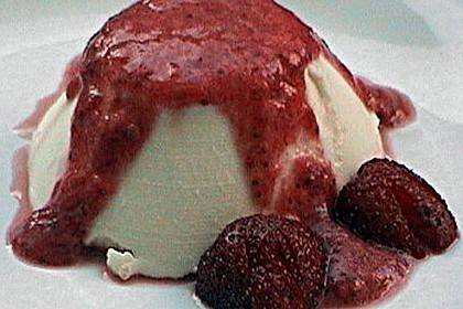 Panna cotta mit Erdbeersauce 103