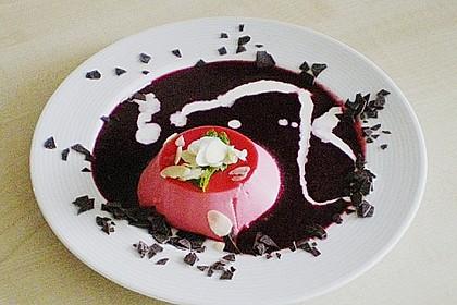Panna cotta mit Erdbeersauce 89
