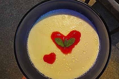 Panna cotta mit Erdbeersauce 88