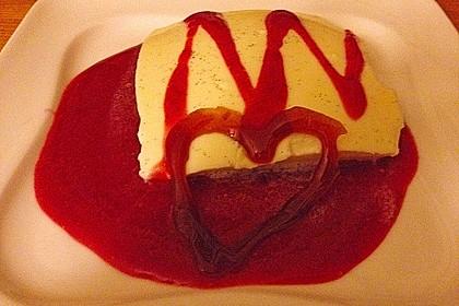 Panna cotta mit Erdbeersauce 105