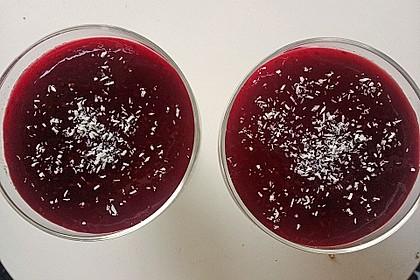 Panna cotta mit Erdbeersauce 98