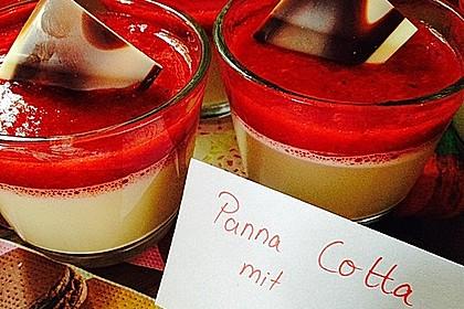 Panna cotta mit Erdbeersauce 11