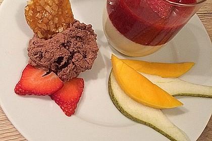 Panna cotta mit Erdbeersauce 49